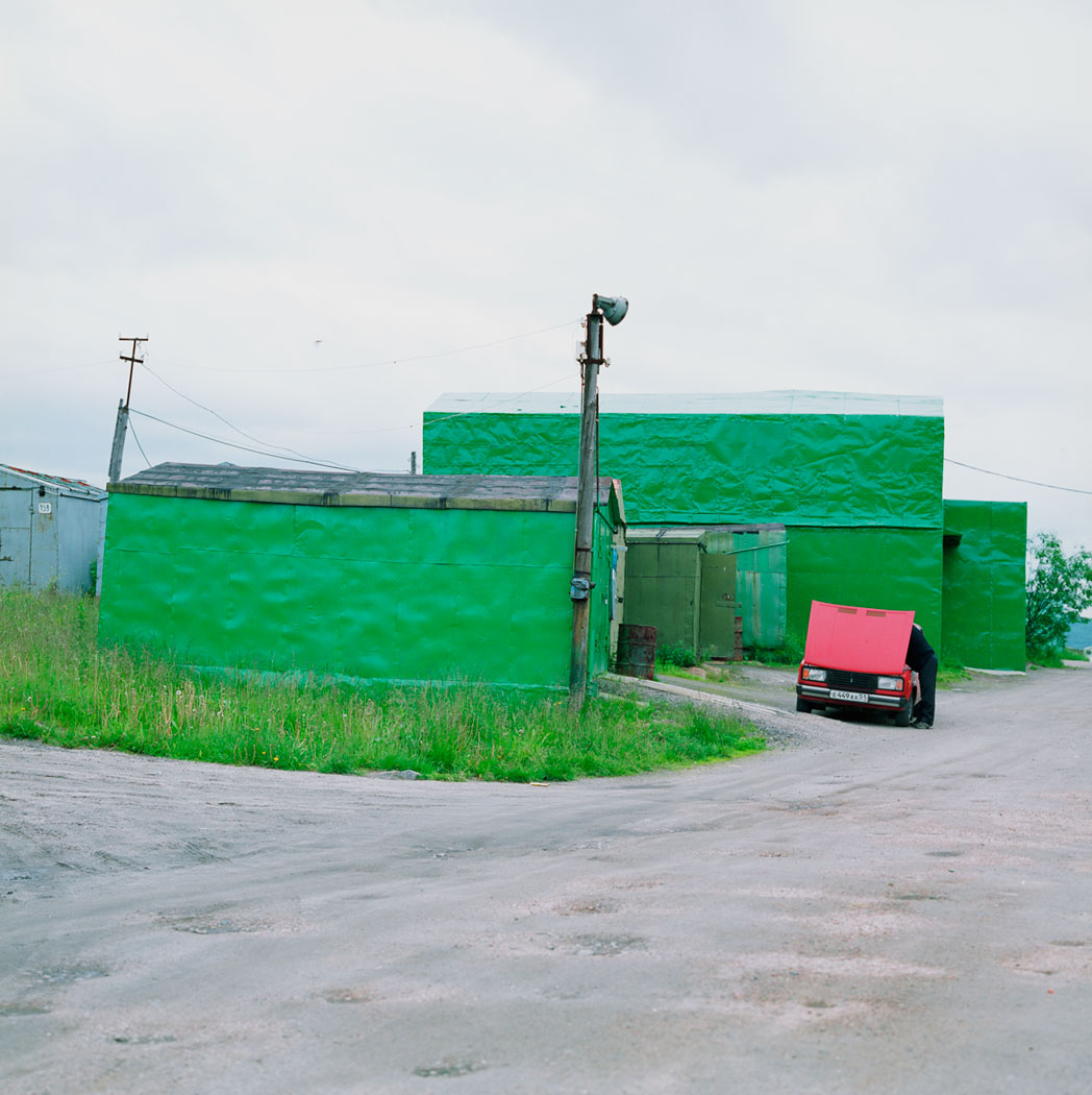 murmansk, grüne garage