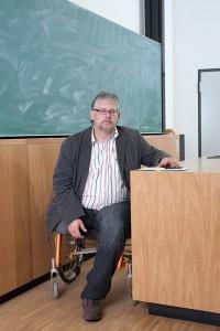 Hörsaal Peter, Rollstuhl