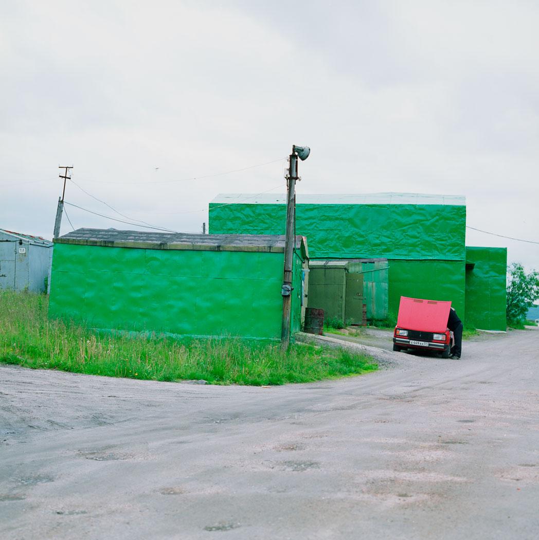 murmansk, grüne garage